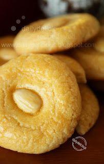 dailydelicious: Aspiring Bakers #3: My Favorite CNY Cookie (Jan 2011) Chinese almond cookies