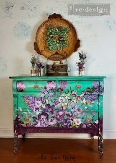 Historic Charleston Sc, Chalk Paint Furniture, Beautiful Lines, Furniture Companies, Green Flowers, Annie Sloan, Social Studies, Vintage Furniture, Gypsy
