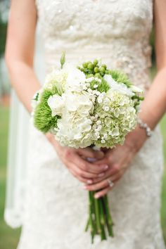 Top ten rustic  wedding bouquets 2015. Green and white brides bouquet with hydrangea http://www.confettidaydreams.com/10-rustic-wedding-bouquets/