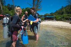 Richards' students of the PADI Open Water Diver course conduct a pre-dive safety check before the group wades into the sheltered bay in front of our Dive Centre for more SCUBA skills :)