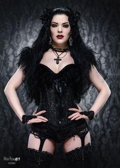 Gothic and Amazing /// Model : Gatto Nero Katzenkunst Photo: Meik Reinhardt-Fotografie