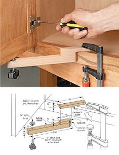 Ah! E se falando em madeira…: PDF: Door mounting aid – Woodworking Ideas Woodworking Techniques, Easy Woodworking Projects, Woodworking Jigs, Diy Wood Projects, Woodworking Furniture, Wood Tools, Diy Tools, Wood Jig, Carpentry Tools