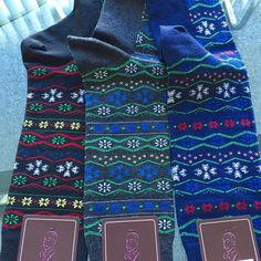 Holiday Fair-isles... Getting ready for a snowy winter & holiday cheer #jmdickens #jmdickenssocks #jmdickenslondon #snowflakes #winterwear #holidaysocks #mensfashion #mensstyle #mensholiday #sockswag #sockLovemg #sockgame #prebook #fairisles #winter #holiday #black #navy #charcoal❄️❄️❄️