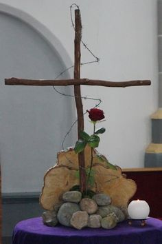 Untitled Document The Effective Pictures We Offer You About altar decorations church A quality picture can tell you many things. Altar Flowers, Church Flower Arrangements, Church Flowers, Church Altar Decorations, Diy Easter Decorations, Diy Osterschmuck, Altar Design, Easter Garden, Church Banners
