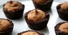 Vegan Peanut Butter Brownie Bites With a Protein Kick - I use oat bran/flour instead of wheat flour and Splenda instead of sugar High Protein Vegan Recipes, Healthy Dessert Recipes, Real Food Recipes, Healthy Foods, Healthy Breads, Protein Snacks, Vegan Protein, Vegan Foods, Vegan Meals