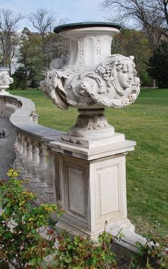 Formal Garden Designs and Ideas Have you ever really thought about how many people see the outside of your home? Manor Garden, Garden Urns, Formal Garden Design, Home And Garden Store, Garden Posts, Urn Vase, Formal Gardens, Garden Ornaments, Vases Decor