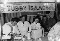 Ted Simpson, Solly and Patsy Gritzman in the after Tubby and his sons left for America Vintage London, Old London, East London, London City, Jellied Eels, London Market, Irish Catholic, Bethnal Green, London Look