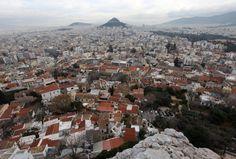 El horizonte de Atenas, visto desde la Acrópolis, el 20 de febrero de 2012 en Atenas, Grecia