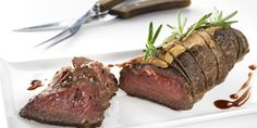 Naudan paahtopaistia rosmariinilla ja pekonilla maustettuna. Hyvä ruoka, parempi mieli. Steak, Beef, Food, Meat, Essen, Steaks, Meals, Yemek, Eten