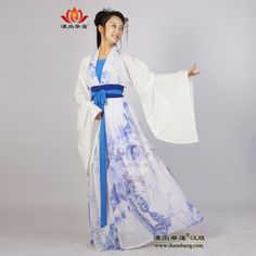 Is Chinese traditional Hanfu skirt Hualian blue Duijin waist and put on blue and white porcelain of the Tang Dynasty folk style