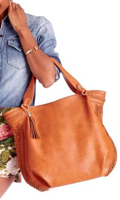 Roomy tote bag with a slouchy shape, shoulder strap, braided side detailing and a side tassel.