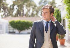 Emilio y Alba Wedding Photography Poses, Wedding Poses, Wedding Couples, Wedding Bride, Bride Groom, Wedding Stuff, Wedding Ideas, Tuxedo Wedding, Wedding Tuxedos