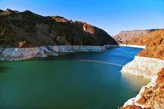 Im Westen der USA herrscht Dürre. Wasserarmut führt dazu, dass die Bewohner der Region zum Wassersparen aufgerufen werden. Der Wasserspiegel des Lake Mead, dem größten künstlich angelegten See in Amerika, ist in den letzten Jahren um insgesamt 30 Meter abgefallen und sinkt weiterhin.