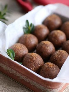 No bake Ginger Bites (Medjool Dates & almond flour) Pureed Food Recipes, Raw Vegan Recipes, Snack Recipes, Paleo, Healthy Treats, Healthy Baking, Bagan, Lchf, Vegan Christmas