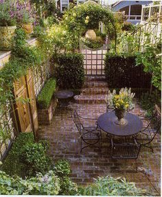 Backyard Design Ideas For Small Yards - Rooftop Garden. Alfresco Backyard Design Ideas For Small Yards - Rooftop Garden. Small Courtyard Gardens, Small Courtyards, Small Gardens, Outdoor Gardens, Brick Courtyard, Romantic Backyard, Small Backyard Landscaping, Backyard Ideas, Landscaping Ideas