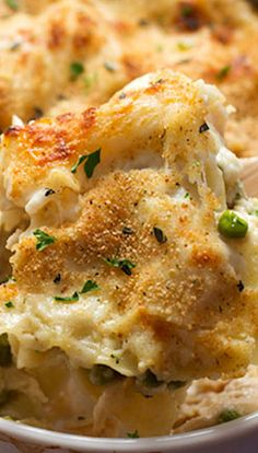 Garlic Parmesan Chicken Lasagna Bake~ small pieces of wavy lasagna noodles, chicken, peas, Parm, creamy butter garlic sauce, breadcrumbs, fresh thyme, etc. etc. etc. yum, yum, yum.