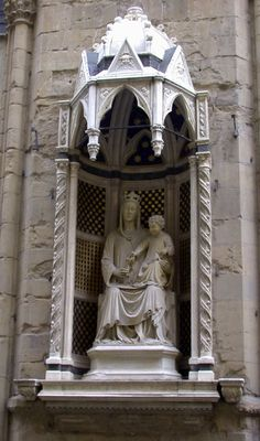 Orsanmichele Chiesa e Museo - Firenze -  Tabernacolo dell'arte dei Medici e Speziali, con Madonna della Rosa di Simone di Ferrucci?  Govanni di Piero Tedesco (?) - (copia - originale all'interno del museo) - 1399