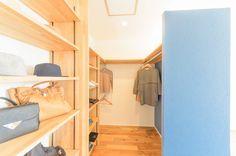 自然の優しさに包まれた家 Cabinet, Storage, Interior, House, Image, Furniture, Home Decor, Clothes Stand, Purse Storage