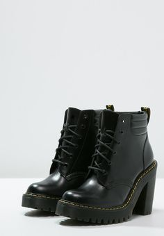 Dr. Martens Persephone Boot