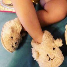Mematamematamemata! . . . . .  #mylove  #instacute  #fashionista  #shelovesminna  #fashionbaby #beautiful #lovely #love #cute #Minna  #babylife  #instababy #littlegirl #instagood #babies  #instalike #mommylove #mommylife #instagram  #stronglove  #inlove #sweet #cutebaby #babygirl #babylove #instalike #instamoment #pantuflas #killingme #oneyear