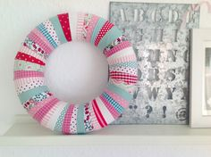 Ringelspatz: Kranz aus Stoffresten Red Rocks Colorado, Home Crafts, Diy Home Decor, Pin Up Outfits, 4th Of July Wreath, Decoupage, Diys, Projects To Try, Quilts