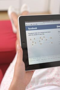 New ways that nurses are using social media to find jobs and enhance their resumes.