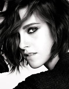 Kristen Stewart, photographed by Mario Testino for Chanel Beauty's Eye's Collection, 2016 Mario Testino, Kristen Stewart Chanel, Kristen Stewart Eyes, Poses Modelo, Sils Maria, Smoky Eyes, Actrices Sexy, Kirsten Stewart, Chanel Beauty