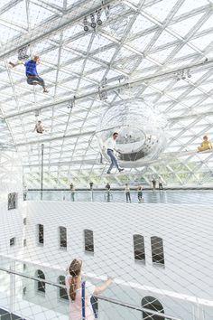 Instalação 'In Orbit' / Tomás Saraceno