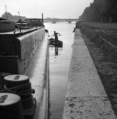 La Seine, © 1952, Lucien Hervé. Paris.