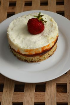Snow White cake with apricots (Dukan) / Alba ca zapada cu caise (Dukan) Snow White Cake, Coconut Dream, Cheesecake, Desserts, Recipes, Food, Cheesecake Cake, Tailgate Desserts, Deserts