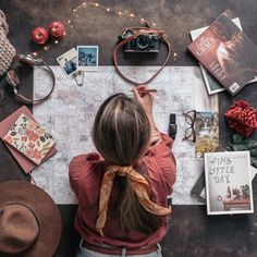 Packing tips, travel tips, best sleep device Flat Lay Photography, Girl Photography Poses, Creative Photography, Travel Photography, Poses Photo, Travel Wallpaper, Travel Aesthetic, Belle Photo, Travel Inspiration