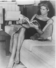 Elizabeth Montgomery - she had amaaaazing legs - I loved the early episodes of Bewitched, loved the pencil skirts and stiletoes; but she looked incredible in the later fashions of flat shoes and miniskirts - her clothes, and how she wore them, were just another fabulous aspect to the show.