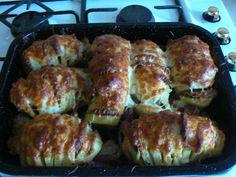 baked potato with bacon. Slovak Recipes, Czech Recipes, Russian Recipes, Ethnic Recipes, Stuffed Baked Potatoes, Tasty Bites, Sushi, Sausage, Bacon