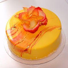 Instagram media by ngolubcova - Тропический чизкейк в честь летнего солнцестояния! ☀️☀️☀️ Tropical cheesecake. Pineapple-mango-passion fruit-coconut.