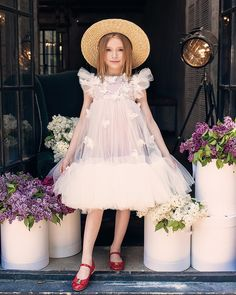 Dresses For Kids – Lady Dress Designs Little Dresses, Little Girl Dresses, Girls Dresses, Flower Girl Dresses, Trendy Dresses, Little Girl Fashion, Toddler Fashion, Kids Fashion, Outfits Niños