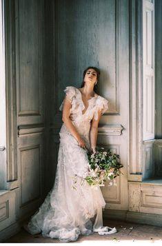 Exquisites Hochzeitsstyling auf Salubria Manor House   Hochzeitsguide Wedding Blog, Wedding Styles, Fine Art, Wedding Dresses, Beauty, Fashion, Bride Dresses, Moda, Bridal Gowns