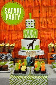 Awesome SAFARI themed birthday party!  Love the backdrop - could make with tissue paper or plastic party tablecloths