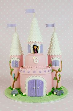 How to make a castle cake: Step by step tutorial!