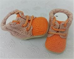 Knit Baby Dress, Crochet Baby Booties, Crochet Slippers, Baby Hats Knitting, Knitting For Kids, Knitted Hats, Baby Kids, Baby Boy, Shabby Chic