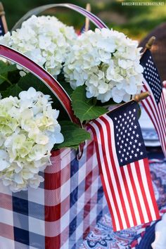 Patriotic table centerpiece with plaid picnic tin, hydrangeas and flags Patriotic Party, 4th Of July Party, Patriotic Decorations, Fourth Of July, Holiday Decorations, Patriotic Crafts, Outdoor Decorations, July Crafts, Table Decorations