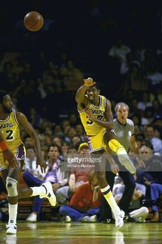 NBA playoffs, Los Angeles Lakers Magic Johnson (32) in action, making pass vs Phoenix Suns, Los Angeles, CA 5/1/1984