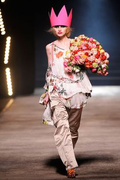 Vivienne Westwood - Fall 2010 Ready-to-Wear - Look 53 of 54