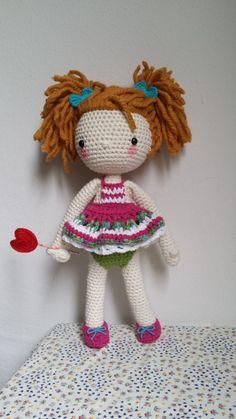 La Pilola es una muñeca de ganchillo hecha con hilos de buena calidad 100% algodón, mezcla de algodón y lana. Los ojos son de plástico y de seguri