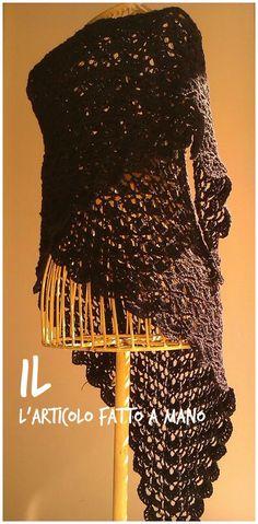 ampio scialle in lana nera