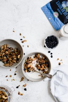 Paleo Blueberry Granola with Coconut & Cardamom is grain-free, vegan, option. This chunky granola makes the perfect healthy breakfast or snack! Cranberry Chicken, Anti Oxidant Foods, Grain Free Granola, Dried Blueberries, Healthy Grains, Gluten Free Grains, Just Eat It, Dairy Free Recipes, Paleo Recipes
