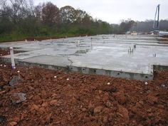 A concrete slab may be used as a base for a patio or shed, or may simply be used to finish a basement floor. No matter what you're using it for, the basic construction of the slab is the same in most residential applications. How To Lay Concrete, Cost Of Concrete Patio, Laying Concrete, Patio Slabs, Concrete Forms, Diy Concrete, Beton Garage, Concrete Slab Foundation, Cargo Container Homes
