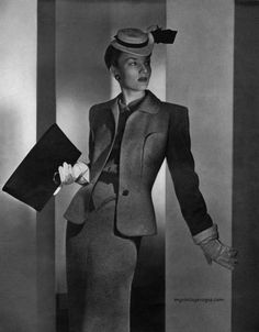 40's accessories: A number of fashion accessories supplemented the woman's 1940s wardrobe. Accessories appear to have been more practical during the 1940s. Pocket books were popular and were usually carried under the arm. (1943 photo by Horst)