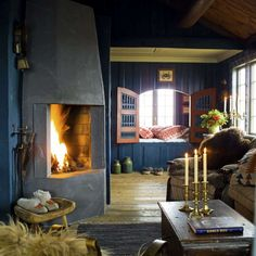Great floors, and love the navy walls! CREATIVE LIVING from a Scandinavian Perspective: Colorful Compact Living - Sommarstuga med färg! Cottage Shabby Chic, Rustic Cottage, Farm Cottage, Cottage Living, Cozy Cottage, Mini Loft, Compact Living, Cabins In The Woods, Design Case