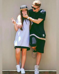 Romantic couples like to take pictures to show theirs love stories to all the people they care and cared them. Boy Best Friend Pictures, Boy And Girl Best Friends, Guy Best Friend, Best Friend Goals, Friend Photos, Couple Pictures, Couple Style, Couple In Love, Photo Couple
