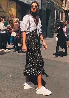 Dress up for Easter lunch: 10 ideas for the look – Fashion Ideas Waiting You Tennis Skirt Outfit, Midi Skirt Outfit, Floral Skirt Outfits, Tennis Skirts, Dress Skirt, Mode Outfits, Fashion Outfits, Fashion Hacks, Fashion Tips